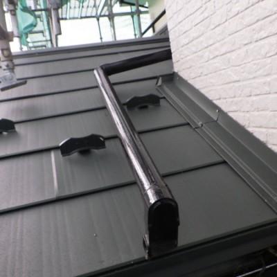 宇都宮市 外壁塗装・屋根カバー工事 16・17日目 下屋根ルーフ貼り 板金取付 コーキング タッチアップ