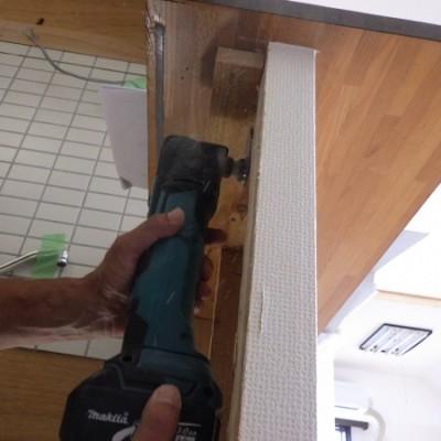 宇都宮市 マンションリフォーム2日目 キッチンカウンター造作 折れ戸扉工事