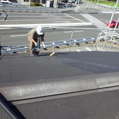 宇都宮市 屋根塗装 シール打ち替え「素地仕上げ」 屋根プライマー塗布 シール撤去 2日目