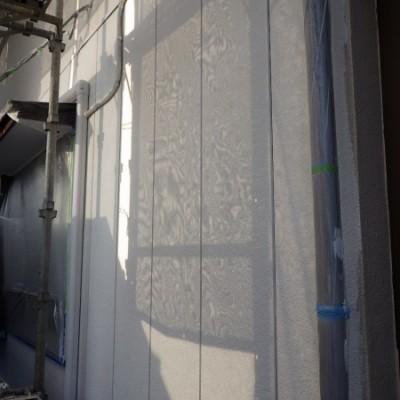 宇都宮市 外壁塗装工事 三日目 軒天塗装、外壁下塗り塗装、玄関側外壁仕上げ、玄関側養生撤去