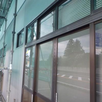 宇都宮市 サイディングカバー工事 13日目 笠木取付 出隅・窓枠カバー取付